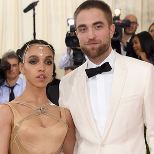 is robert pattinson dating anyone 2017 The ending of kristen stewart with boyfriend now again in 2017 her back together or is still with robert pattinson that they may engaged or plan of married.