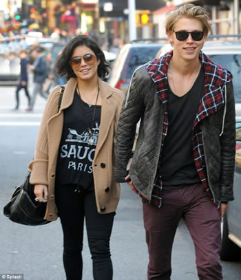 Austin-Butler dating Vanessa Hudgens